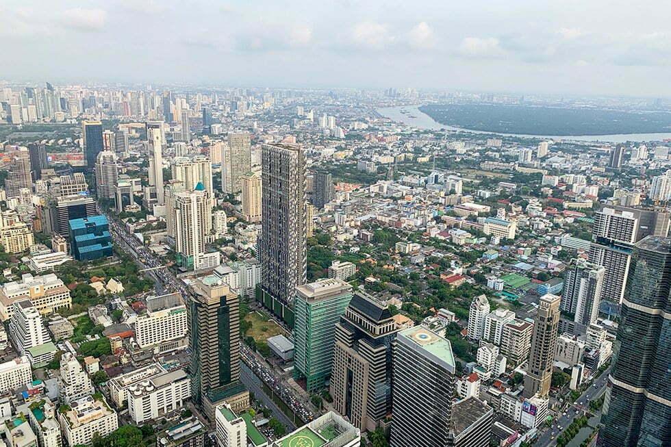 Uitzicht vanaf MahaNakhon Skywalk in Bangkok