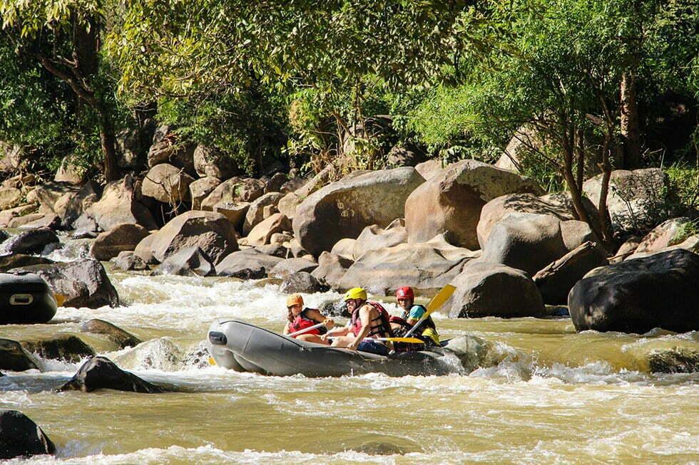 Varen over de Mae Taeng rivier