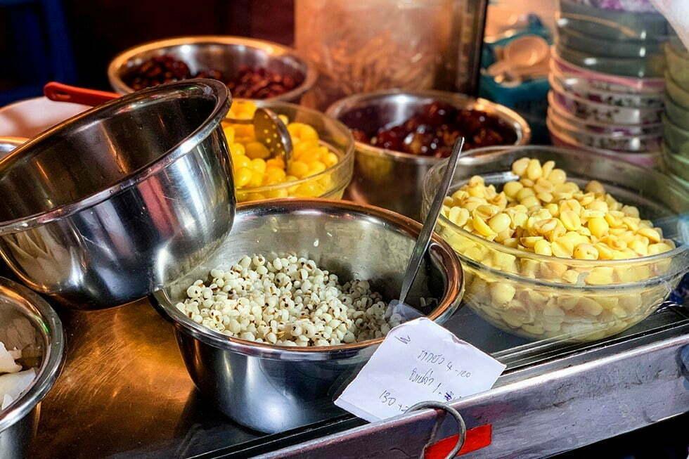 Aun Bua Loy Nam Khing - Streetfood in Chinatown, Bangkok