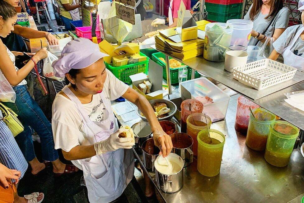Yaowarat Toasted Bread - Streetfood in Chinatown, Bangkok