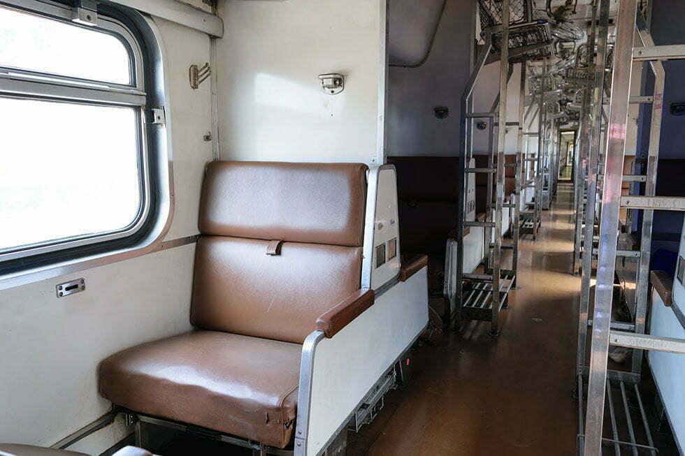 Tweede klas wagon van de oude nachttrein